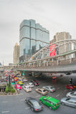 Handeln Sie in Sathorn-Bezirk, Bangkok, Thailand Autos mit Unschärfebewegung Stockfotografie