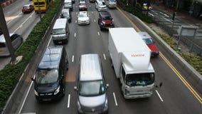 Handeln Sie Straße auf Gloucester mit Hafenstraße bei Wan Chai District in Hong Kong stock video