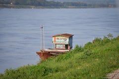 Handels- ship på Mekong River royaltyfri foto