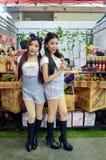 Handelsbeurs 2014 BANGKOK, THAILAND 28,2014 van Thailand Makro Juni Niet geïdentificeerd model stelde sapproduct, de cent van de  Royalty-vrije Stock Afbeeldingen