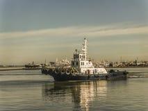 Handelsboot an Montevideo-Hafen Lizenzfreies Stockfoto