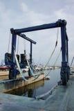 Handelsboots-Riemen-Kran stockbild