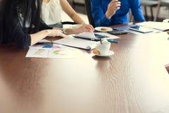 Handelsconferentie in het bureau, in de onderhandelingen Stock Afbeelding