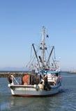Handelsfisch-Boots-Abreise Stockbild