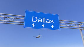 Handelsflugzeug, das zu Dallas-Flughafen ankommt Reisen zu Begriffs-Wiedergabe 3D Vereinigter Staaten lizenzfreie stockfotos