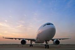 Handelsflugzeugparken Stockbilder