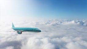 Handelsjet, der über Wolken fliegt Lizenzfreies Stockbild