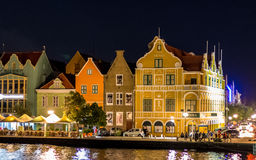 Handelskade en Willemstad Curaçao por noche Imágenes de archivo libres de regalías