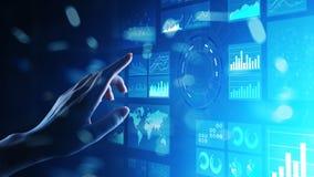 Handelsnachrichtenarmaturenbrett des virtuellen Schirmes, Analytics und großes Datentechnologiekonzept lizenzfreie stockbilder