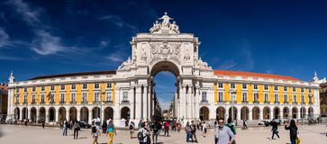 Handelsquadrat, Rua Augusta Arch lissabon portugal stockbilder
