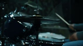 Handelsresande Drumming On Drums stock video