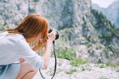 Handelsresande eller fotvandrare i bergen i nationalparken Triglav Arkivfoton