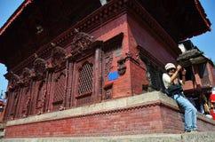 Handelsresande i den Durbar fyrkanten på Katmandu Nepal Royaltyfri Fotografi