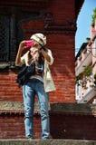 Handelsresande i den Durbar fyrkanten på Katmandu Nepal Royaltyfria Foton