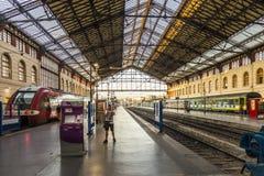 Handelsresande i St Charles drevstation i Marseilles Royaltyfria Foton