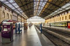 Handelsresande i St Charles drevstation i Marseilles Royaltyfria Bilder