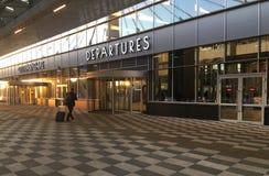 Handelsresande med en resväska på speedwalken fotografering för bildbyråer