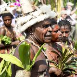 Handelsresande och dansare i Papua Nya Guinea Arkivbilder