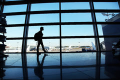 Handelsresande på flygplatsen arkivfoto