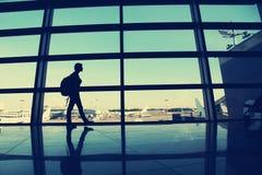 Handelsresande på flygplatsen royaltyfria bilder