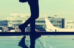 Handelsresande på flygplatsen royaltyfri foto