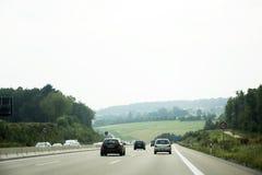 Handelsresandefolket som kör bilen på vägen med trafikstockning, går till Fotografering för Bildbyråer