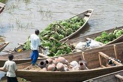 Handelsverkehr der Banane entlang dem See Kivu Lizenzfreie Stockfotografie