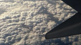 Handelsverkehrsflugzeug im Flug stock video