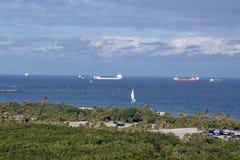 Handelsversenden weg vom Fort Lauderdale-Strand, Florida stockfotografie