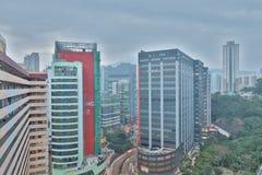 handelzaken en een industriezone bij HK stock afbeeldingen
