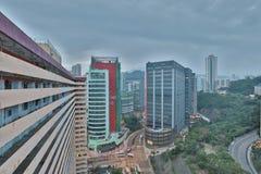 handelzaken en een industriezone bij HK royalty-vrije stock fotografie