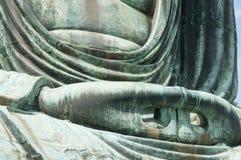 Handen av den stora Buddha Daibutsu i Kamakura, Japan Royaltyfri Bild