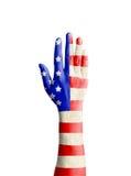Handen av den unga mannen lyftte med Amerikas förenta staterflaggapatt Royaltyfria Foton