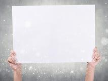 Handen die document houden Stock Afbeelding
