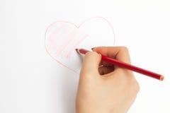Handen die een hart met een potlood schilderen Royalty-vrije Stock Fotografie