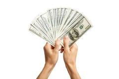 Handen die een rekening 100 houden Handen die heel wat geld houden stock afbeelding