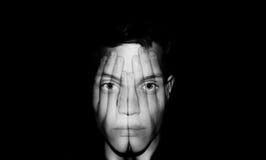 Handen die gezicht behandelen Stock Afbeelding