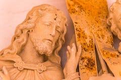 Handen die Jesus Christ koesteren stock afbeelding
