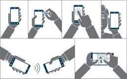 Handen die mobiele telefoon met behulp van stock fotografie
