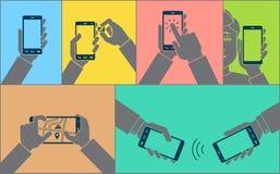 Handen die mobiele telefoon met behulp van royalty-vrije stock foto's