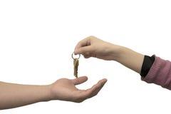Handen die sleutels overgaan Royalty-vrije Stock Foto's