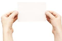 Handen die wit leeg document houden Stock Afbeeldingen