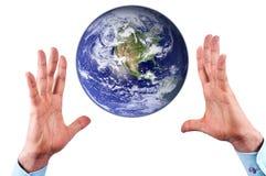 Handen en aarde Royalty-vrije Stock Afbeelding