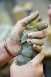 Handen en klei Royalty-vrije Stock Afbeelding