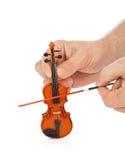 Handen en stuk speelgoed viool Stock Foto's