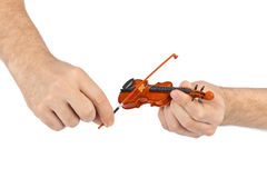 Handen en stuk speelgoed viool Stock Fotografie