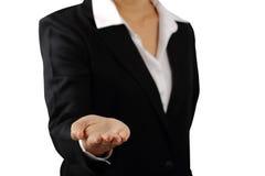 Handen för affärskvinna` s gömma i handflatan upp den isolerade snabba banan Royaltyfria Bilder