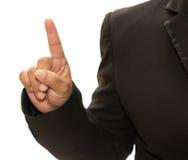 Handen för affärsmannen undertecknar in den isolerade dräkten Arkivbild