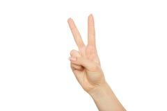 Handen för kvinna` s visar nummer två, skörden, utklipp Royaltyfri Foto
