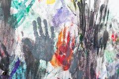 Handen geschilderde muur met vingerafdrukken Stock Afbeelding